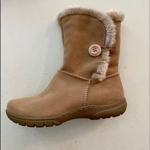 Fur-lined Bass  leather boots. SZ 6